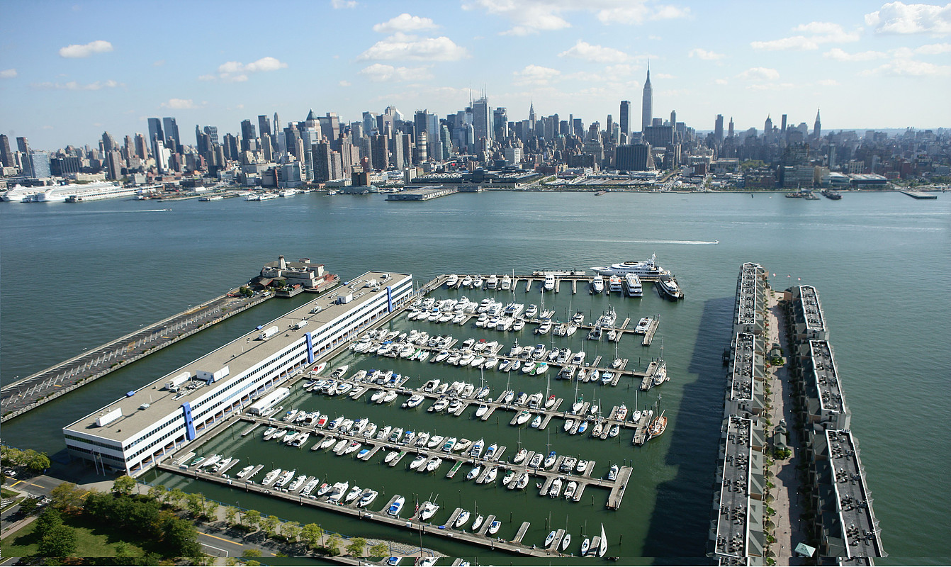 Lincoln Harbor Yacht Club in Weehawken, NJ