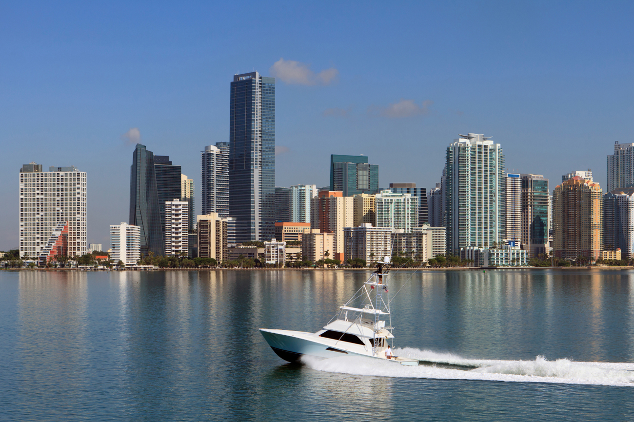 Miami Skyline - yachting