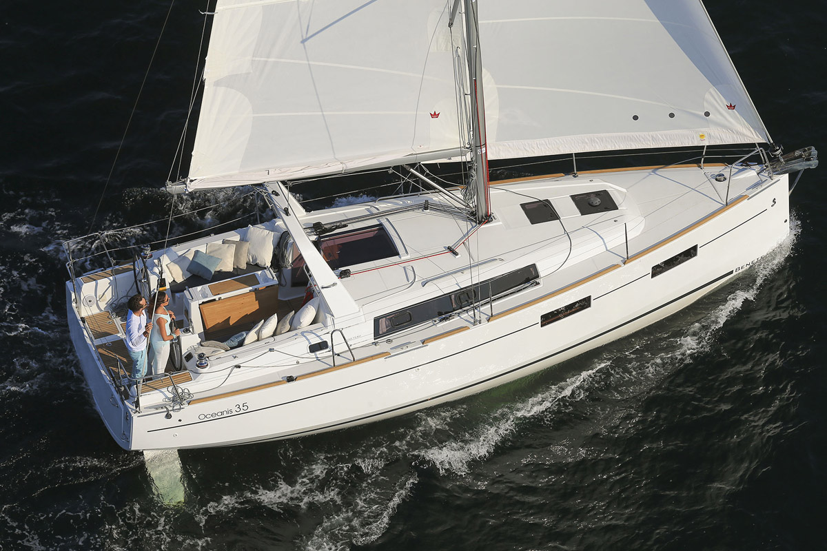 Beneteau Oceanis 35 —  Innovative Solutions