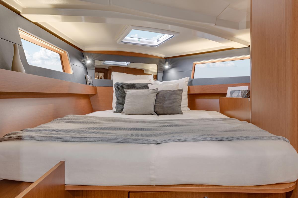Beneteau Oceanis 41 — Interior Design