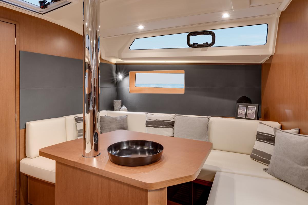 Beneteau Oceanis 41 — Full Beam Cruising