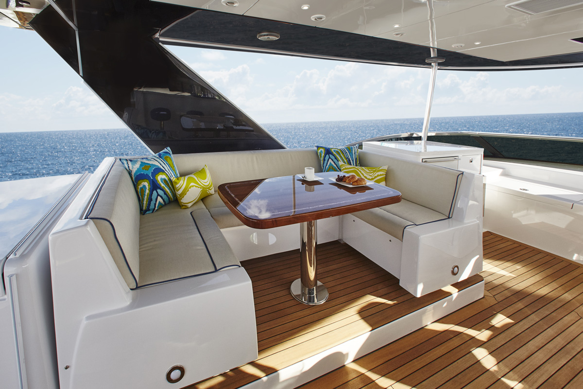 Hatteras M75 — Comfort + Luxury