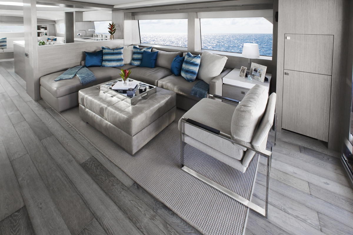 Hatteras M75 — Modern Elegance