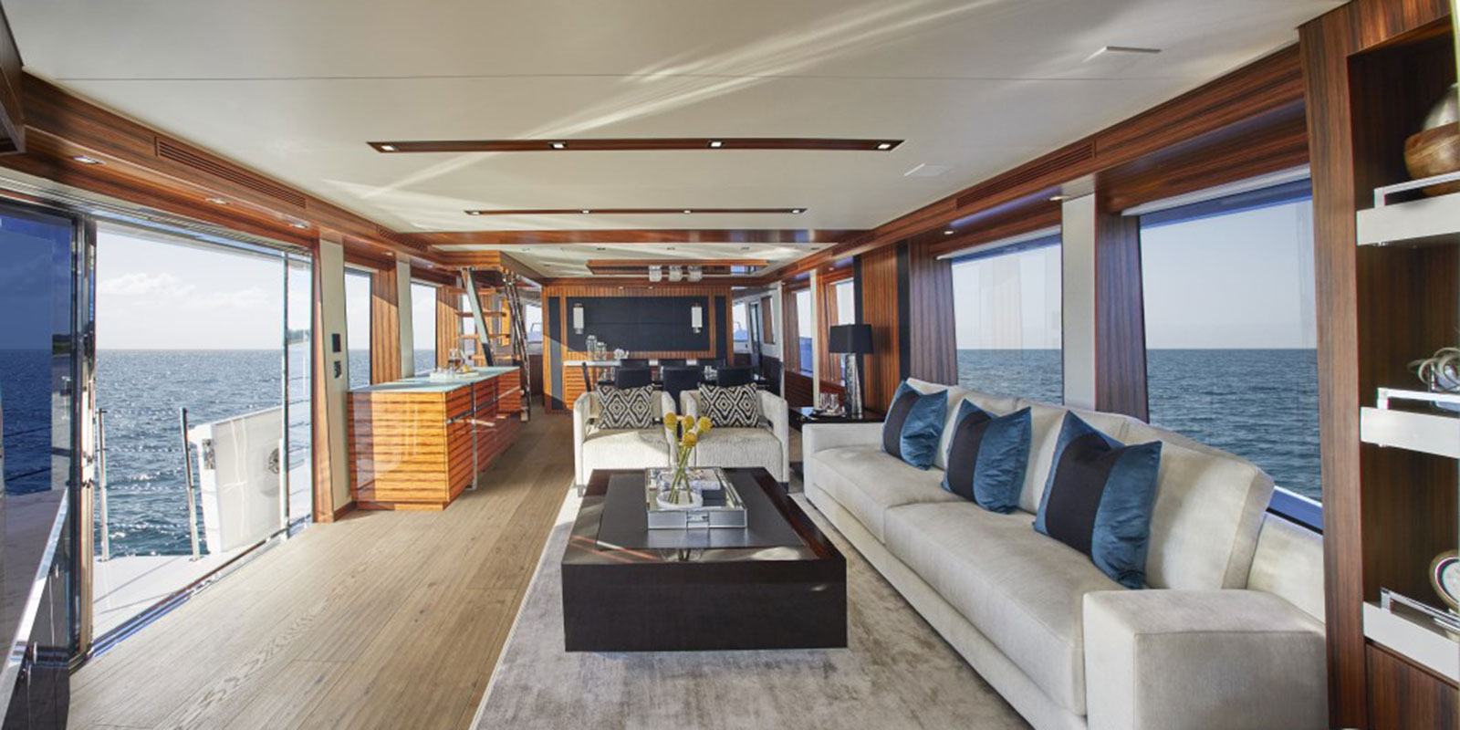 Hatteras M90 — Luxurious Interior Materials