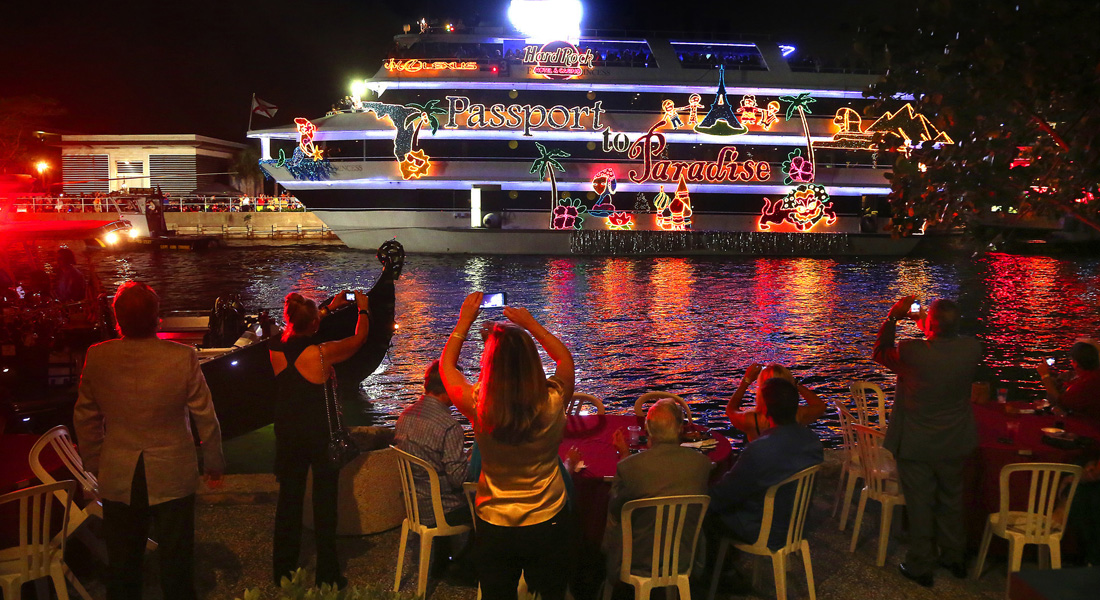 Fort Lauderdale Christmas Boat Parade.Winterfest Boat Parade Celebrates 45th Year