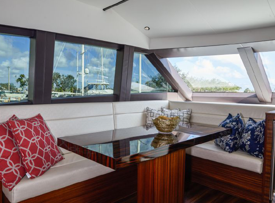 60 Hatteras Motoryacht PROZAC salon
