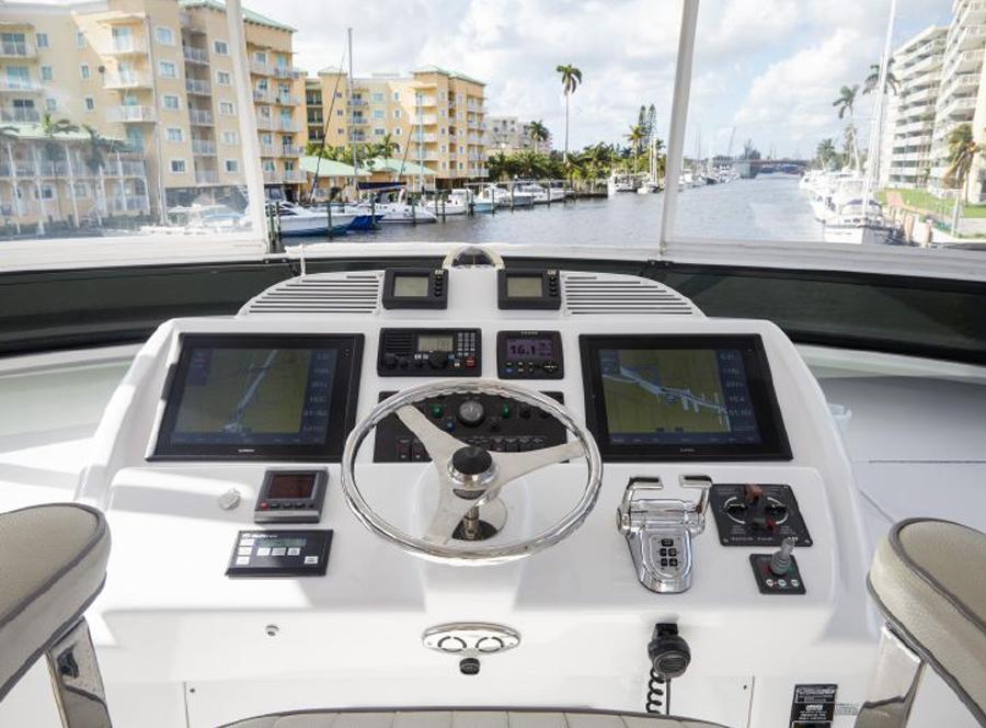 60 Hatteras Motoryacht PROZAC helm