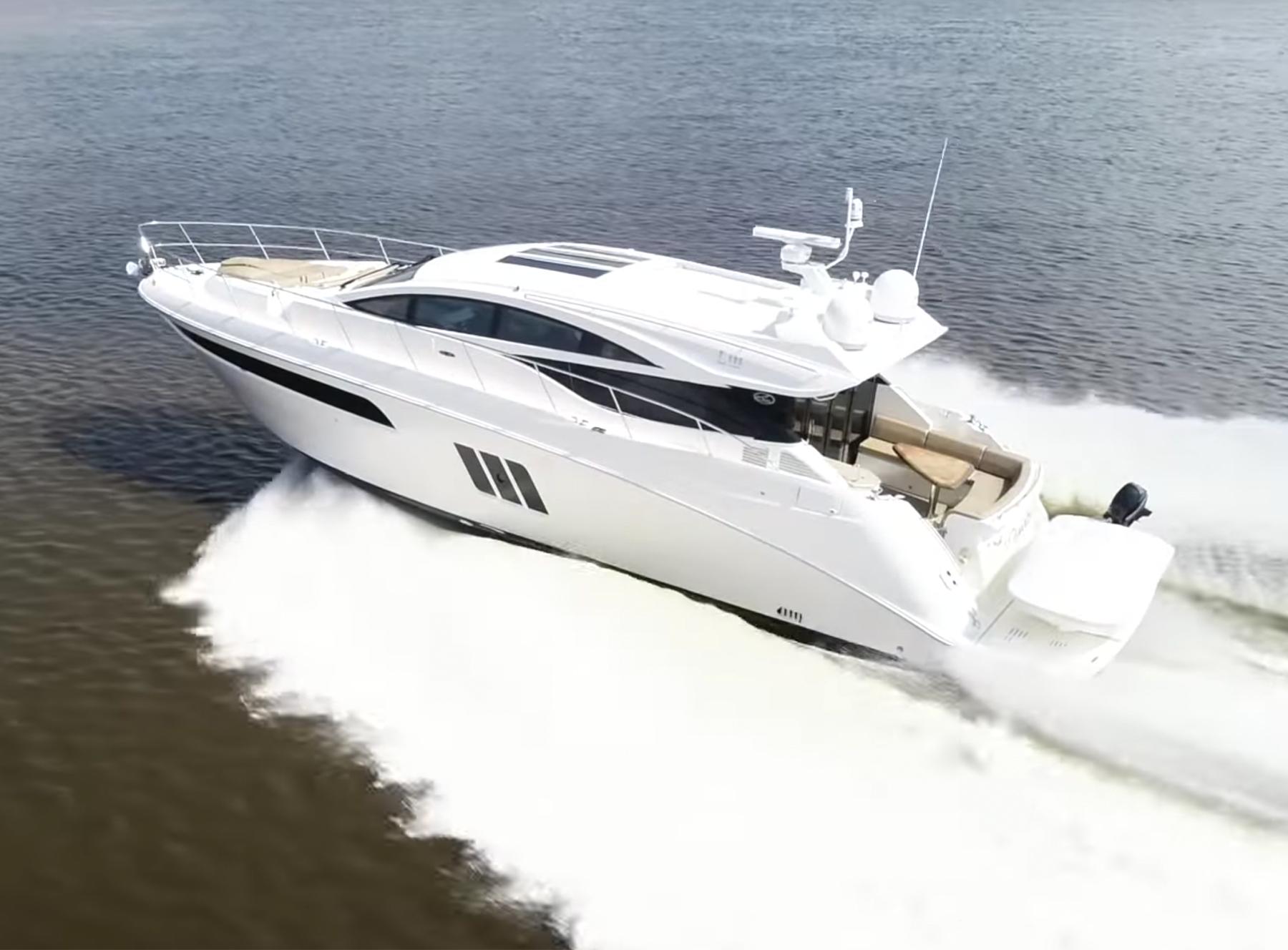 Yacht Walkthrough: Sea Ray L590 Motoryacht
