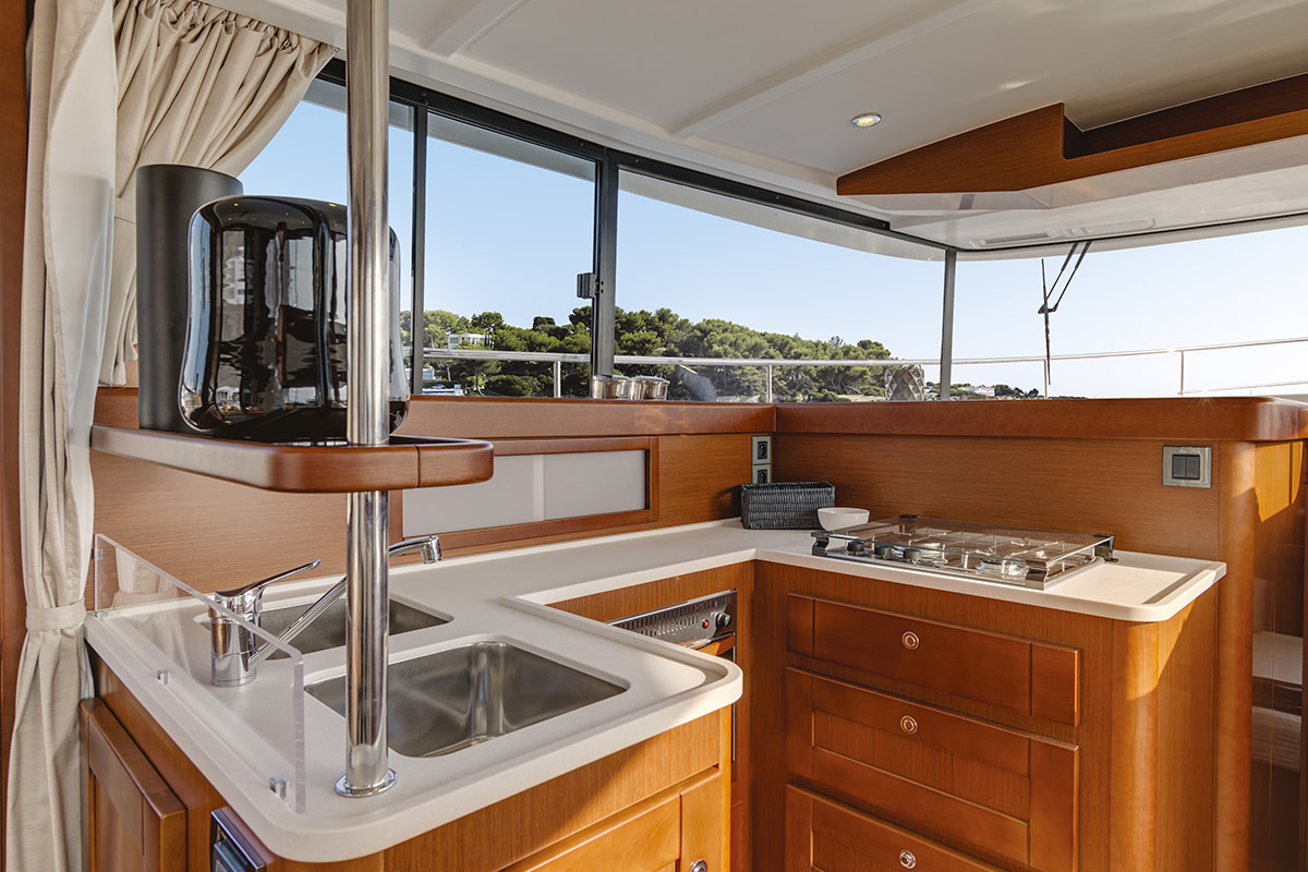 Beneteau Swift Trawler 44 — Flybridge
