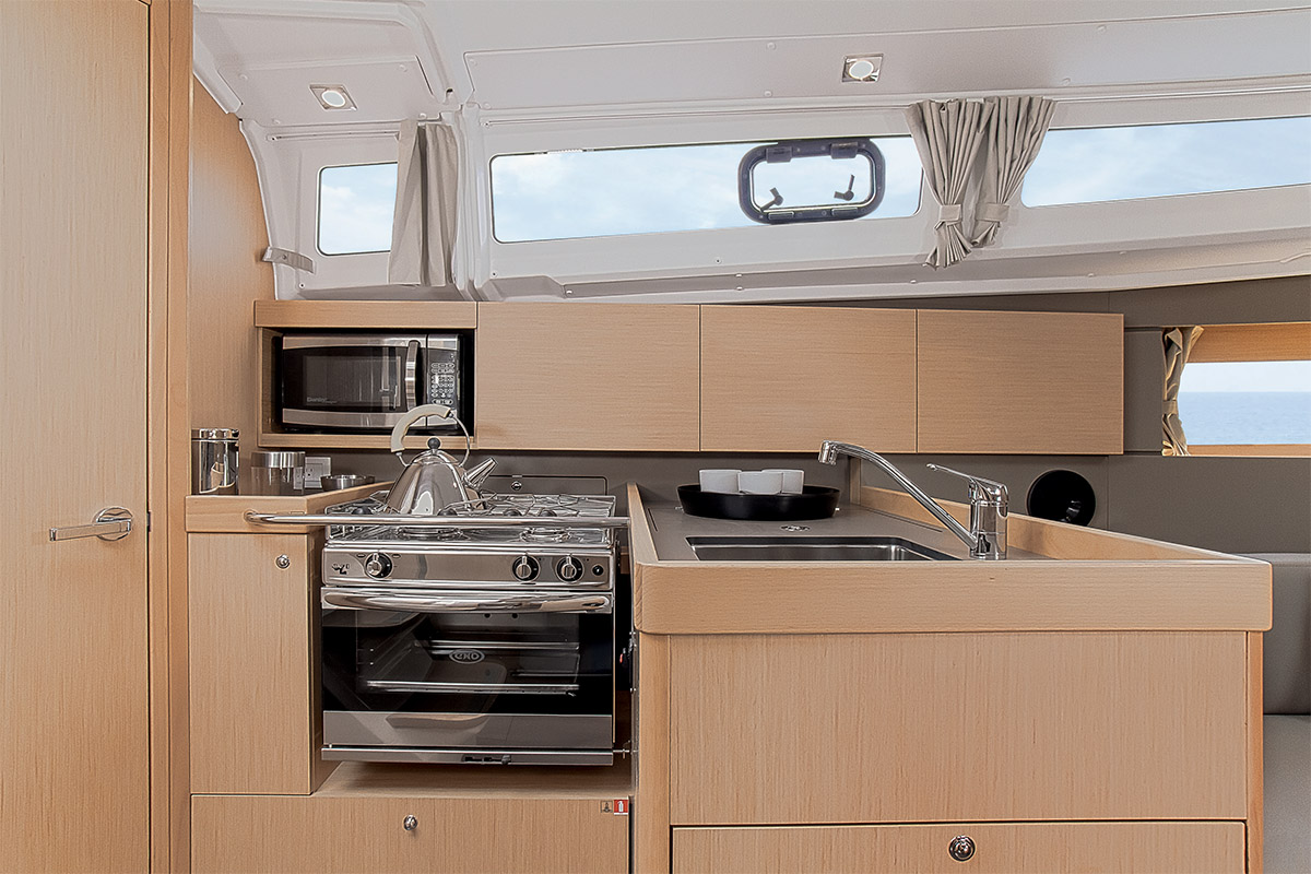 Beneteau Oceanis 35 —  Galley