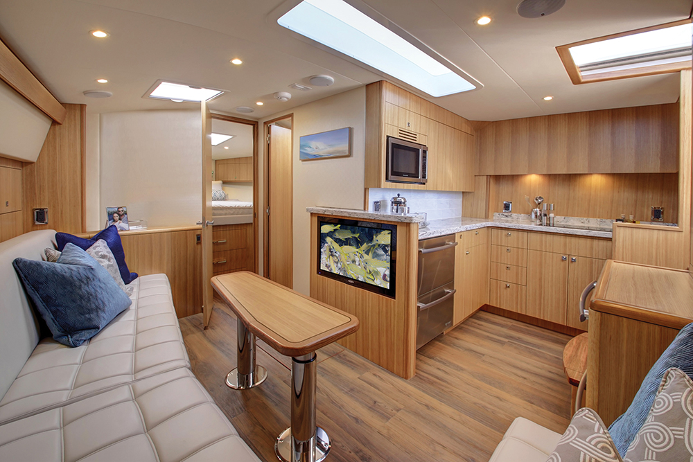 Hatteras GT45X Flybridge — Salon