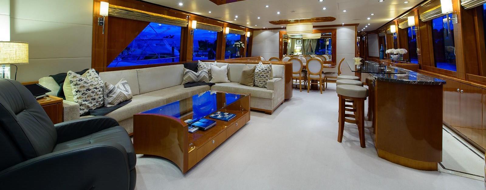101 Hargrave Motoryacht CAMERON ALEXANDER Salon