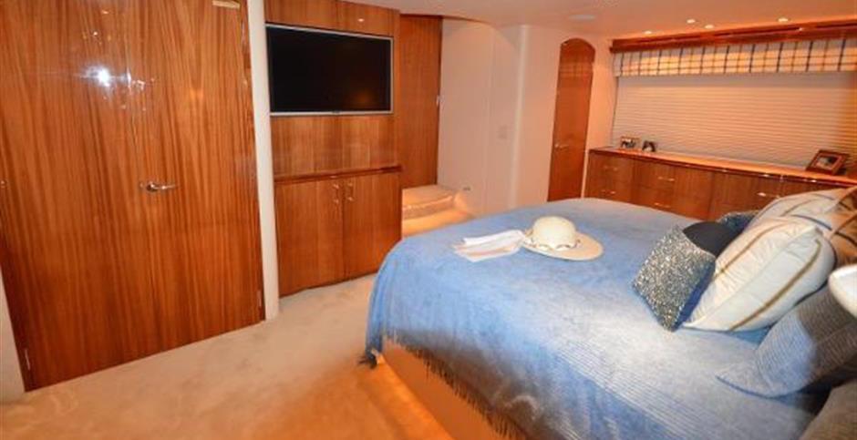 80' Hatteras Motoryacht 2005 KATHERINE E Stateroom