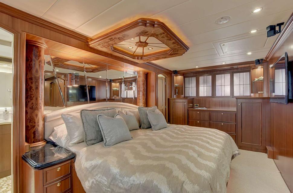 Luxury Yacht For Charter: 85' Horizon 2007 | LEXINGTON - photo 3
