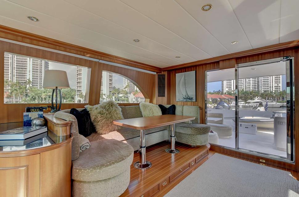 Luxury Yacht For Charter: 85' Horizon 2007 | LEXINGTON - photo 2