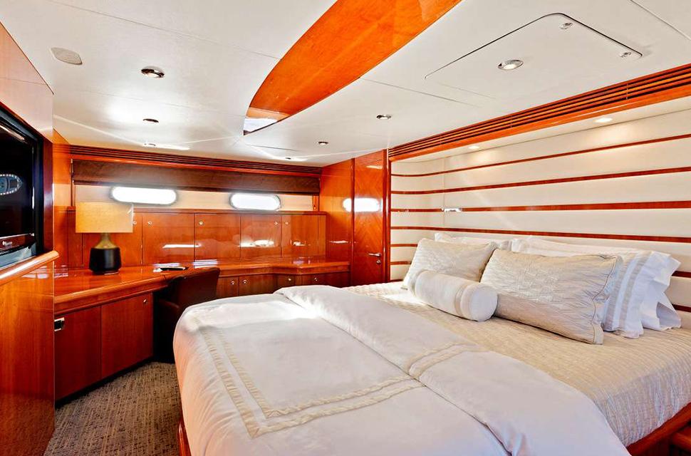Luxury Yacht Charter: 95' Sunseeker |  PRIVÉE - photo 4