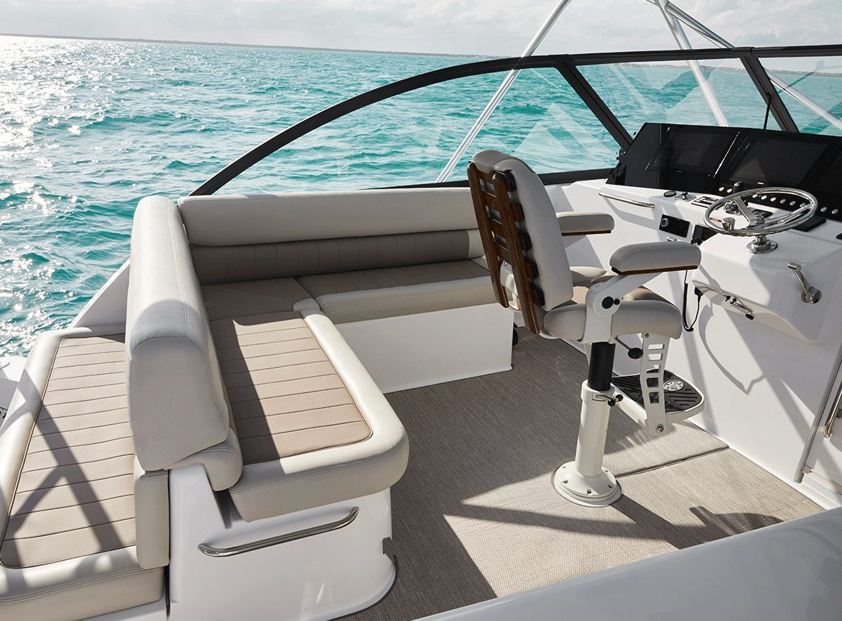 Cabo 41 Helm