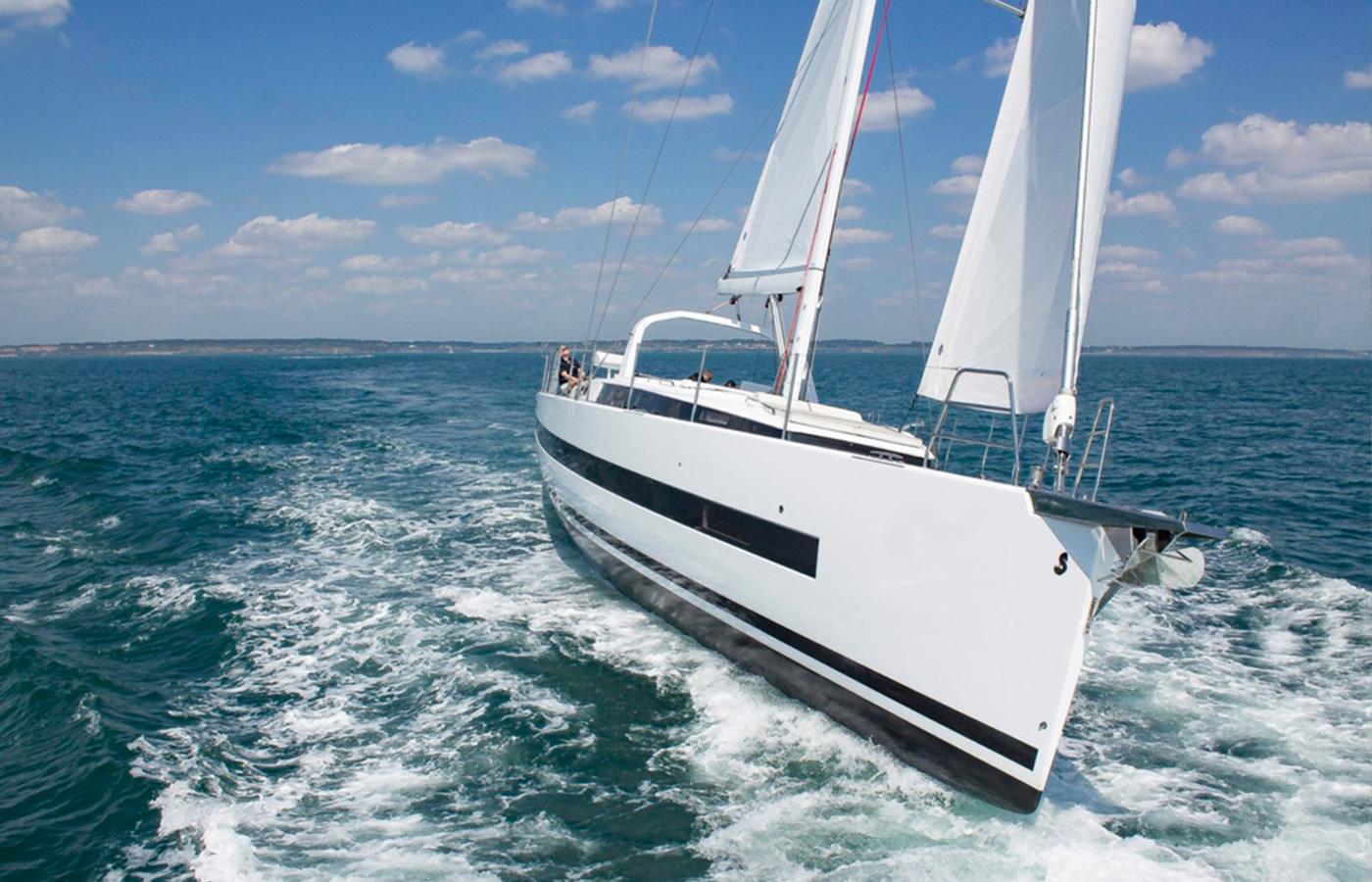 Yacht Walkthrough: Beneteau Oceanis 62 [Sailing Yacht Highlight]