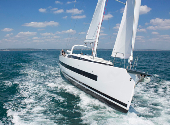 Yacht Walkthrough: Beneteau Oceanis 62 [Sailing Yacht Highlight]