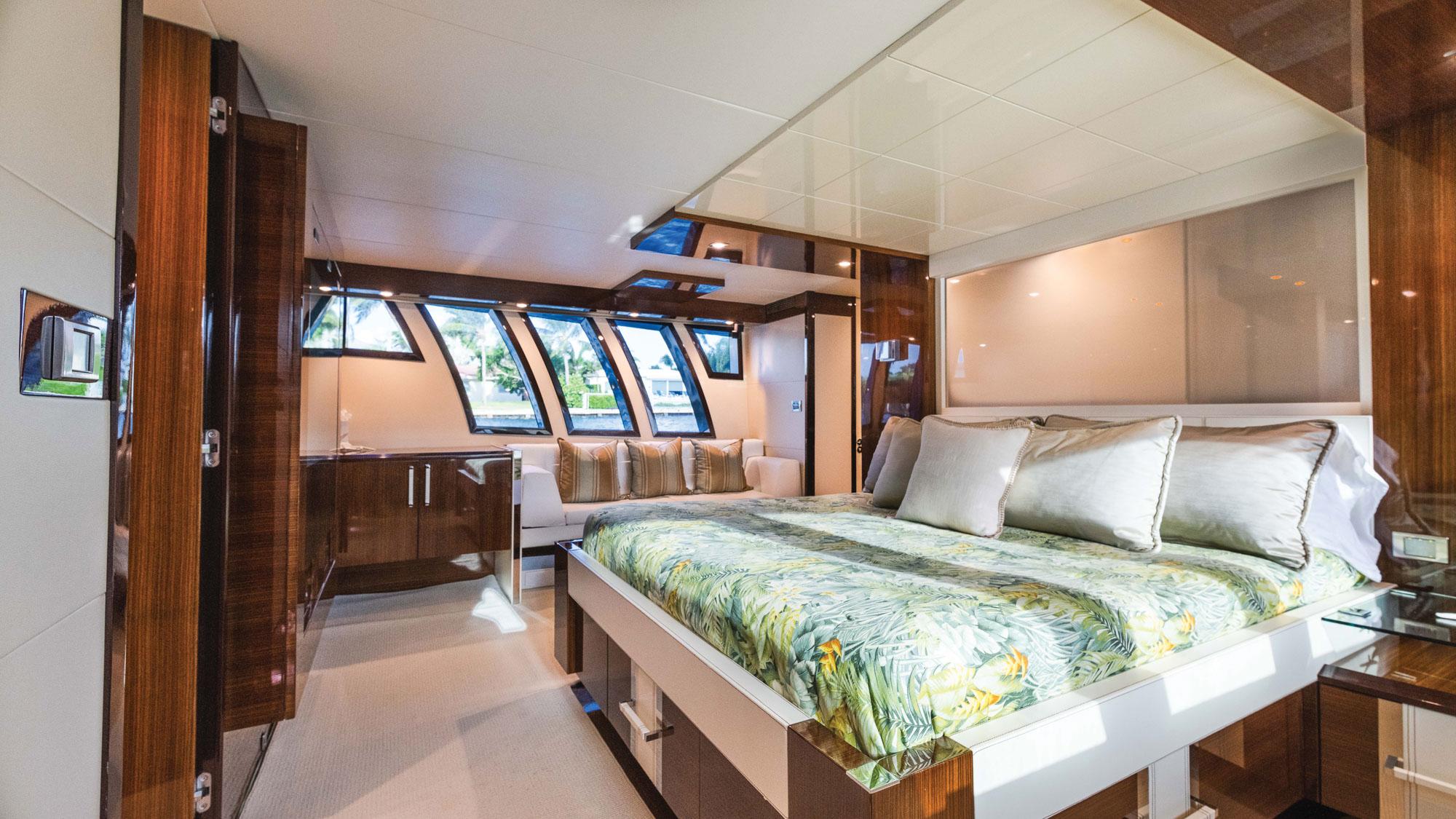 Luxury Yacht Charter: HELIOS | 92' Lazzara 2012 - photo 4