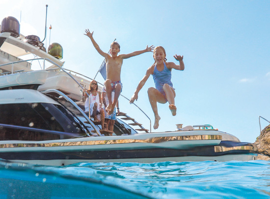 Top 3 Reasons To Charter Vs. Cruise This Spring