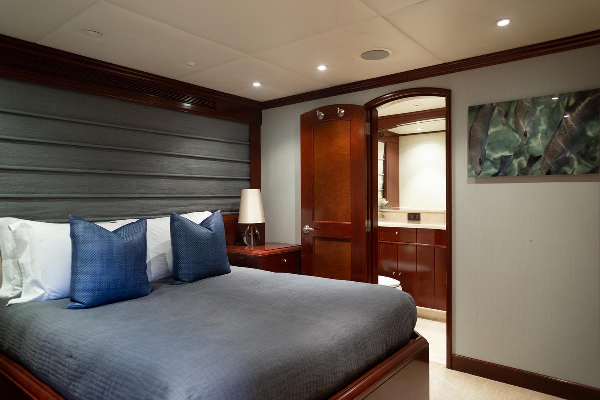 Luxury Yacht Charter: ODIN   126' Trinity 2001  - photo 5