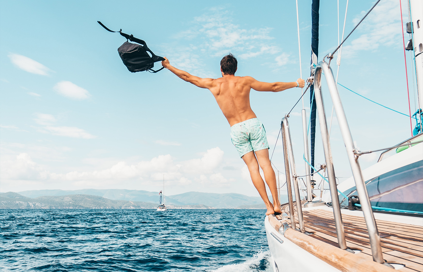 8 Travel Tips For Your First Yacht Charter Vacation [Guide]