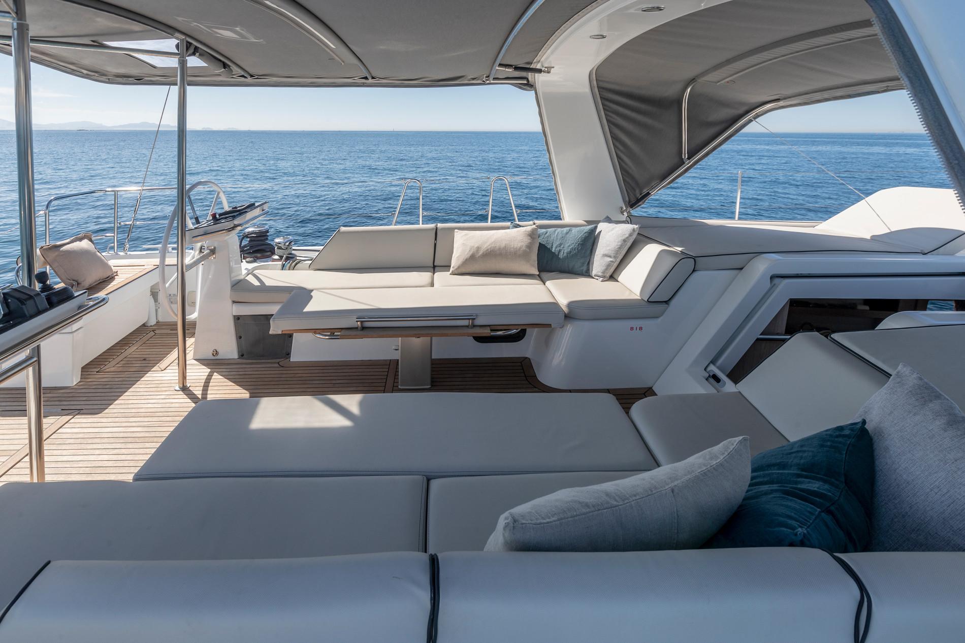 Beneteau Oceanis Yacht 54 — Exterior