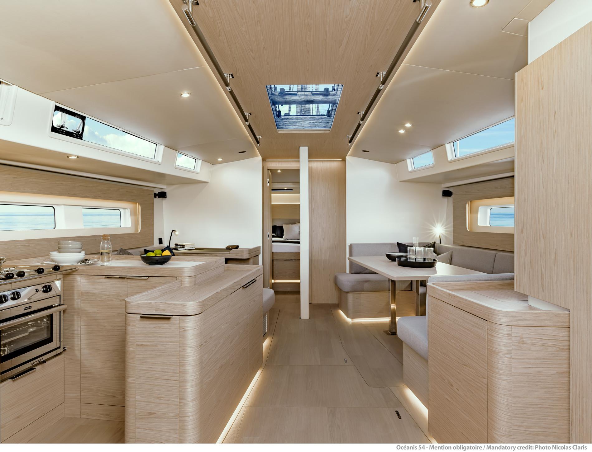 Beneteau Oceanis Yacht 54 — Interior