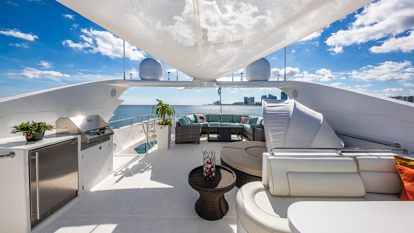 Luxury Yacht Charter: SCOTT FREE | 114' President 2008/2019 - photo 3