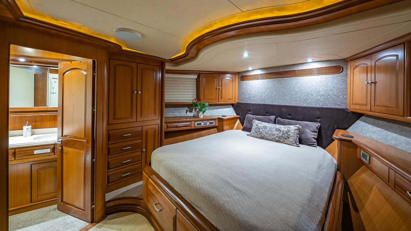 Luxury Yacht Charter: SCOTT FREE | 114' President 2008/2019 - photo 8