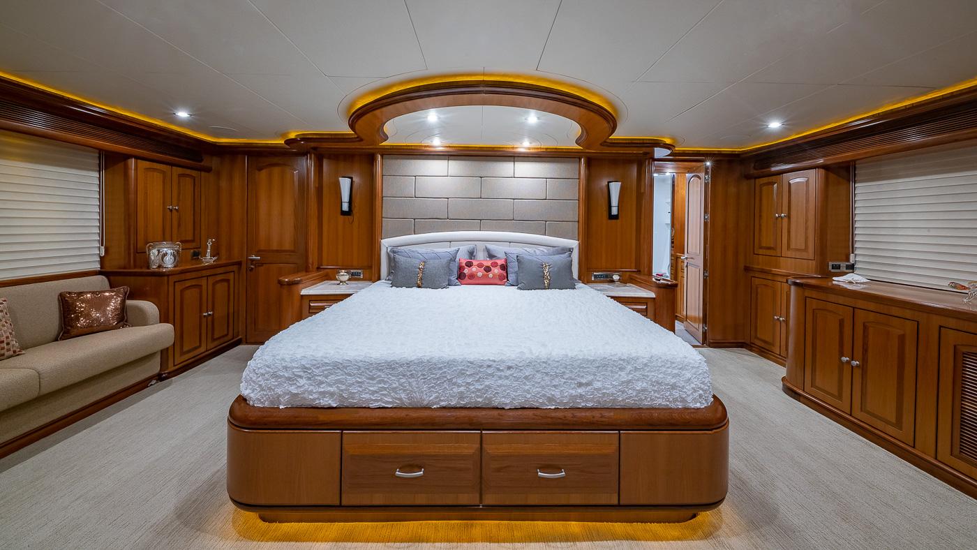 Luxury Yacht Charter: SCOTT FREE | 114' President 2008/2019 - photo 7