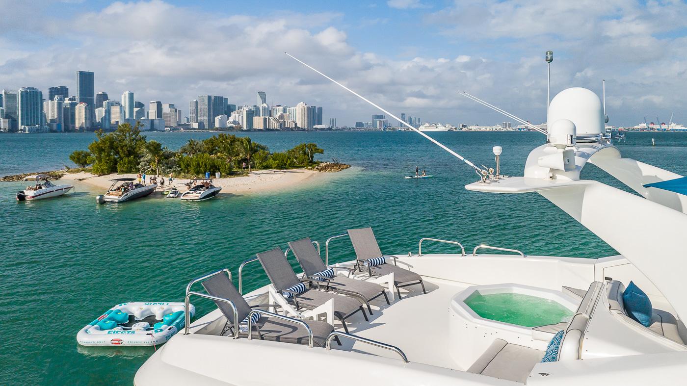 Luxury Yacht Charter: IV TRANQUILITY   94' Lazzara 2001/2018  - photo 3