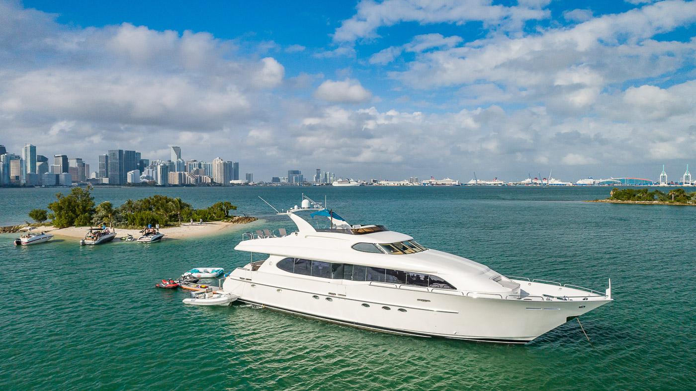 Luxury Yacht Charter: IV TRANQUILITY   94' Lazzara 2001/2018  - photo 2