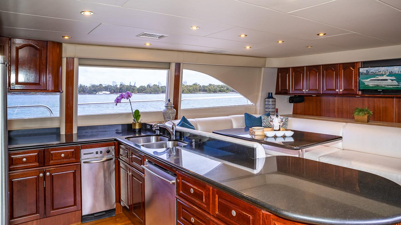 Luxury Yacht Charter: IV TRANQUILITY   94' Lazzara 2001/2018  - photo 6