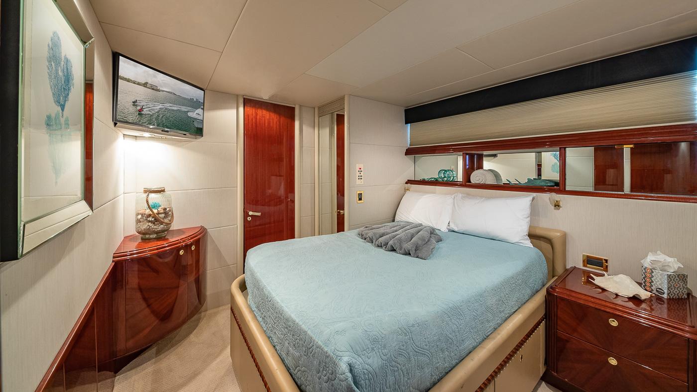 Luxury Yacht Charter: IV TRANQUILITY   94' Lazzara 2001/2018  - photo 9