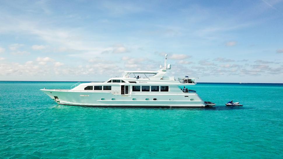 Luxury Yacht Charter: ISLAND VIBES   107' Broward 1997/2019 - photo 1