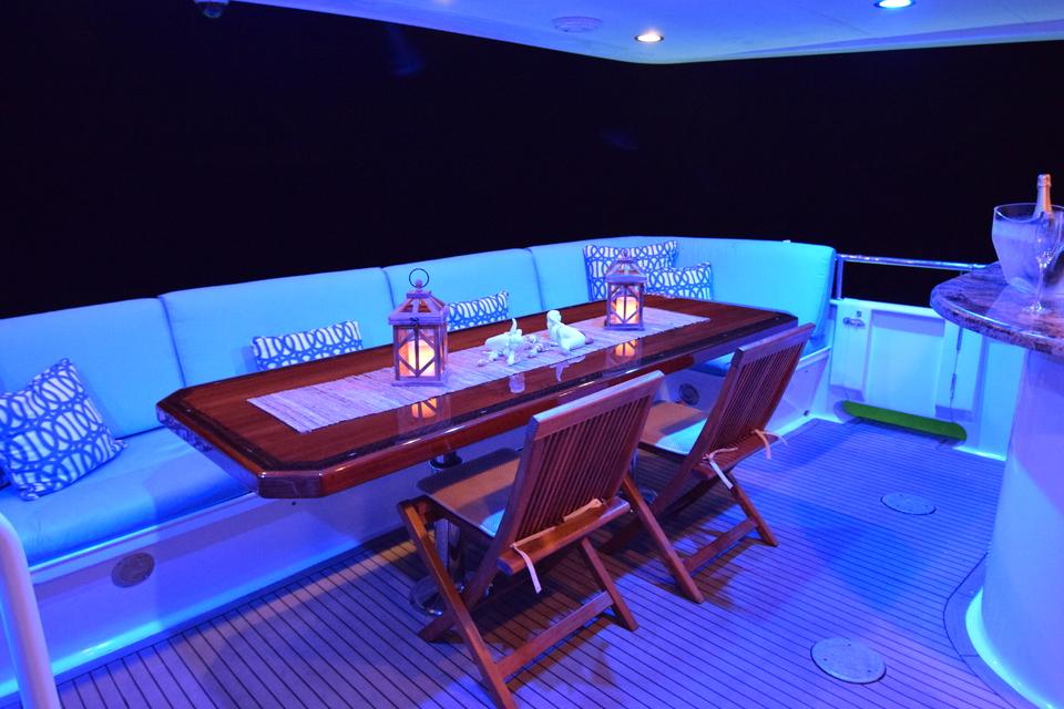 Luxury Yacht Charter: ISLAND VIBES   107' Broward 1997/2019 - photo 9