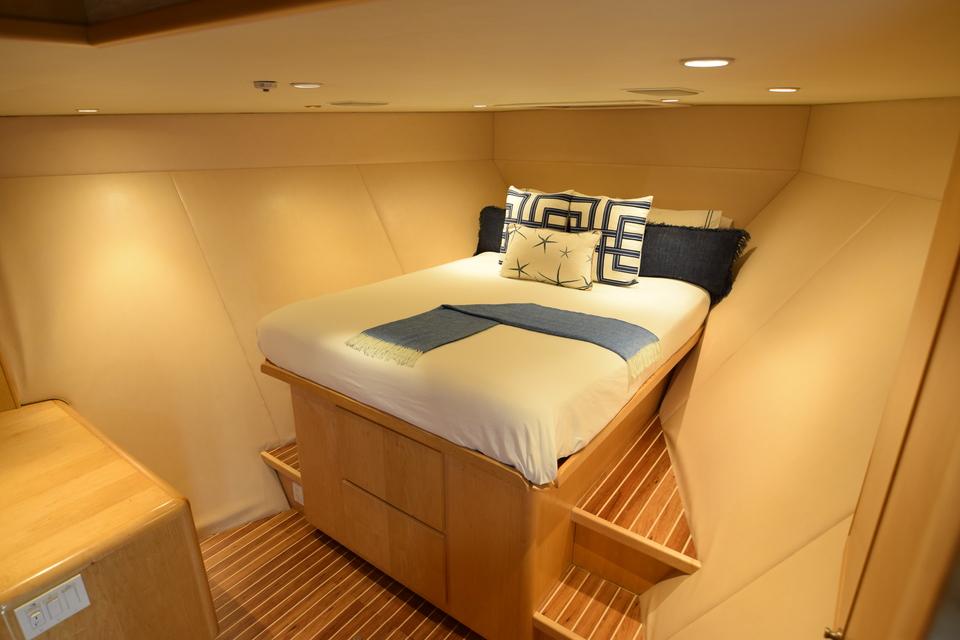 Luxury Yacht Charter: ISLAND VIBES   107' Broward 1997/2019 - photo 5