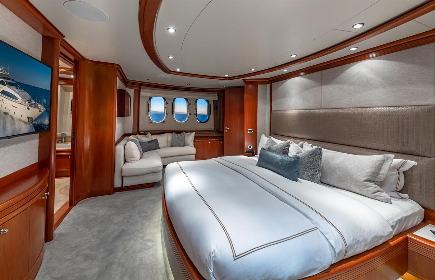 Luxury Yacht Charter: SWEET EMOCEAN | 116' Azimut 2009/2019 - photo 6