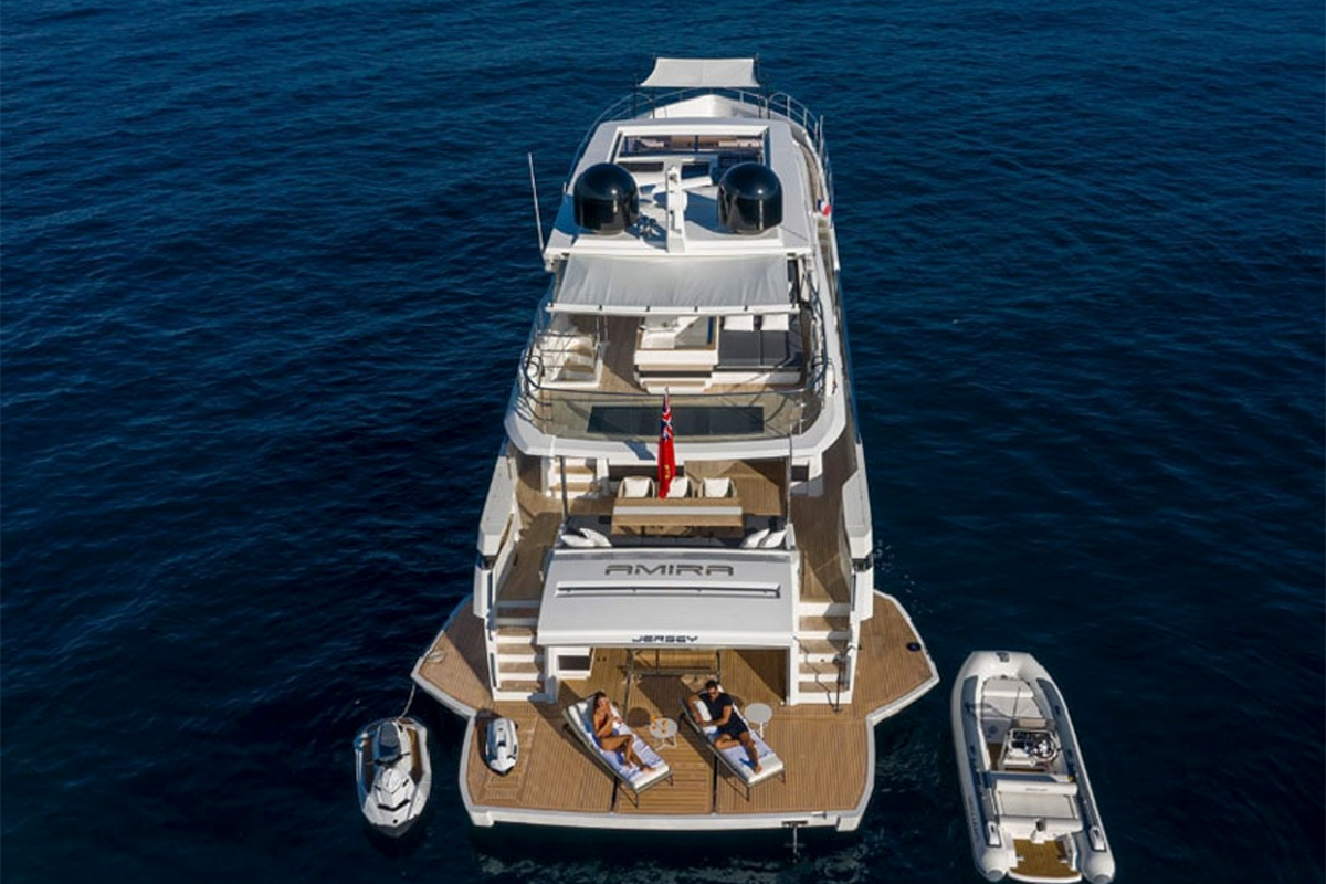 Pearl 95 view of stern from above