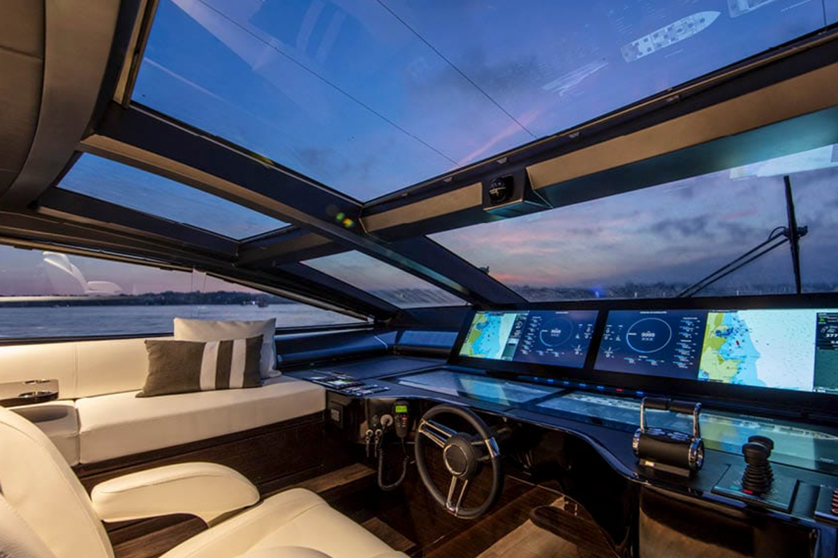 Pearl 95 pilothouse