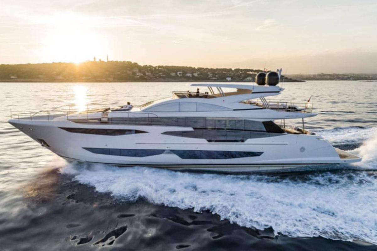 Pearl 95 cruising along