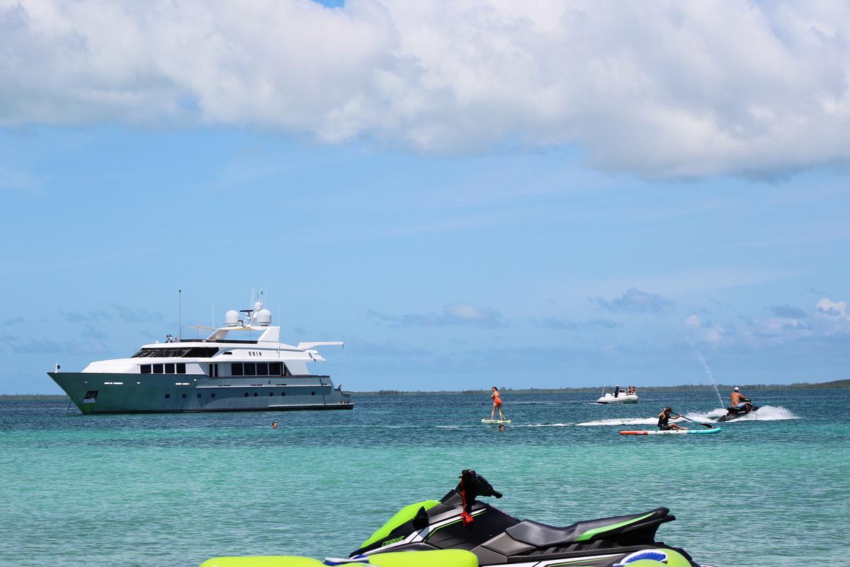 Luxury Yacht Charter: ODIN   126' Trinity 2001  - photo 4
