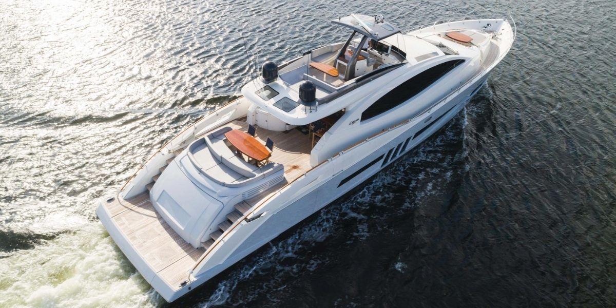 HELIOS Yacht Charter